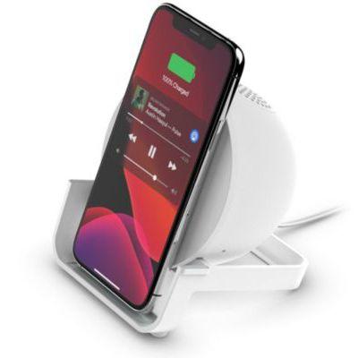 image Belkin Chargeur à induction BoostCharge Stand 10 W + enceinte Bluetooth (chargeur sans fil rapide et enceinte pour iPhone, Samsung, Google, microphone intégré, blanc)